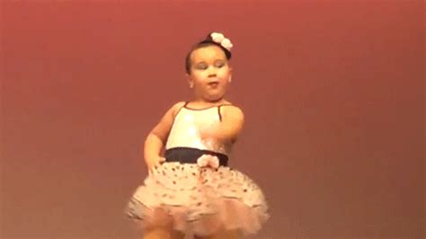 Little Girl Steals The Show With Her Performance To Aretha