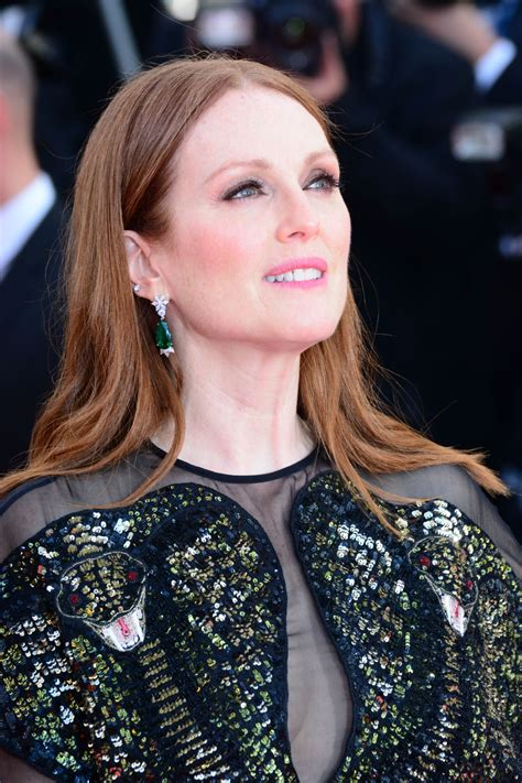 35 Hottest Julianne Moore Sexy Pictures – Amber Waves In